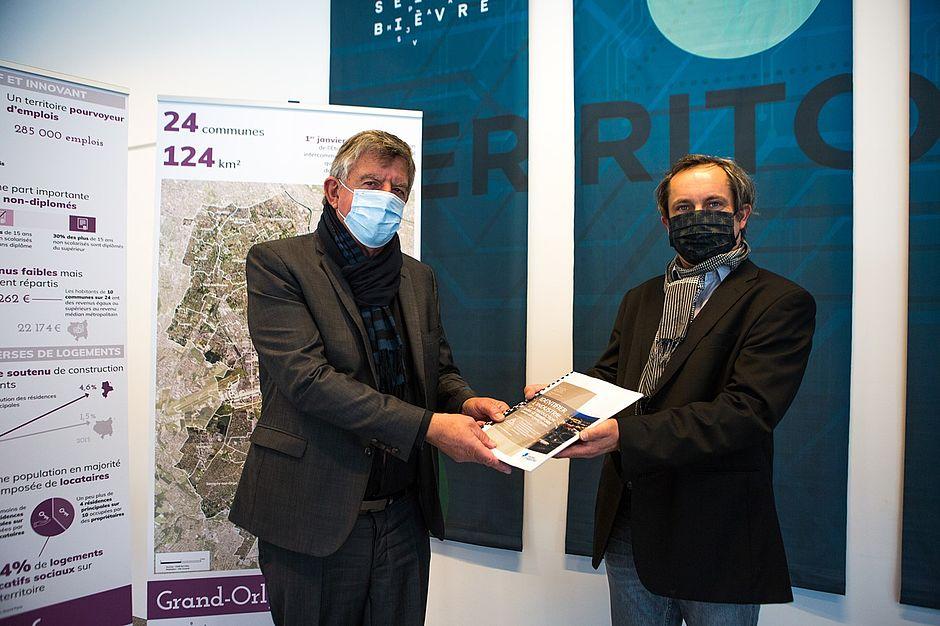 Remise du rapport de recherche « Identifier l'industrie et la production dans le territoire Grand-Orly Seine Bièvre » au président du Territoire Grand Orly Seine Bièvre